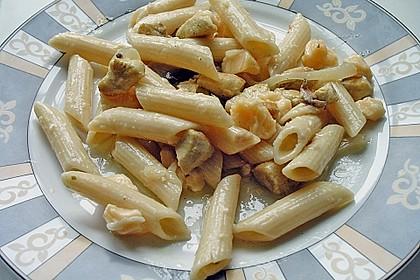 Bunter Nudelsalat mit Vinaigrette-Sauce