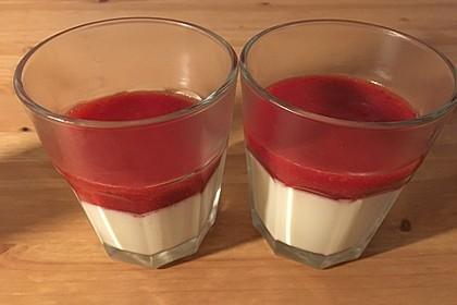 Panna cotta mit Erdbeersauce 65