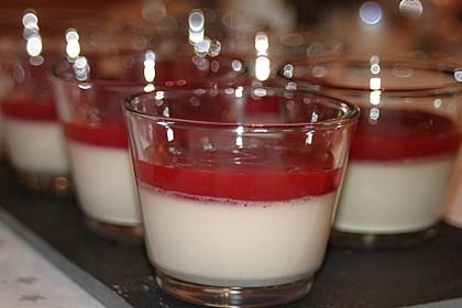 Panna cotta mit Erdbeersauce 64