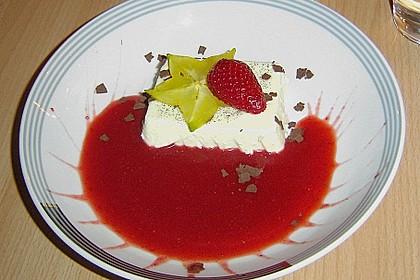 Panna cotta mit Erdbeersauce 43
