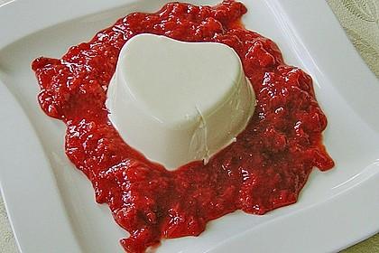 Panna cotta mit Erdbeersauce 36