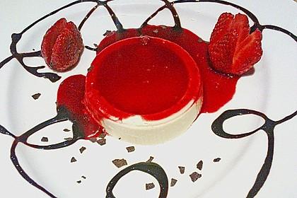 Panna cotta mit Erdbeersauce 24