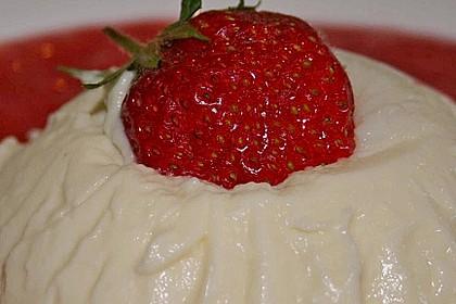Panna cotta mit Erdbeersauce 68