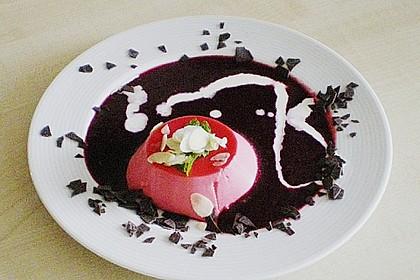 Panna cotta mit Erdbeersauce 70