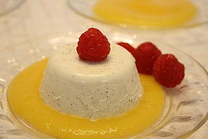 Panna cotta mit Erdbeersauce 22