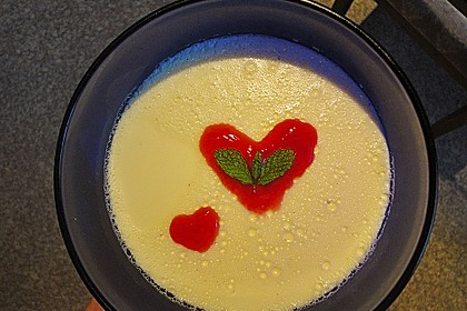 Panna cotta mit Erdbeersauce 69