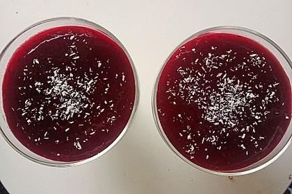 Panna cotta mit Erdbeersauce 79