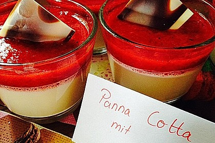 Panna cotta mit Erdbeersauce 7