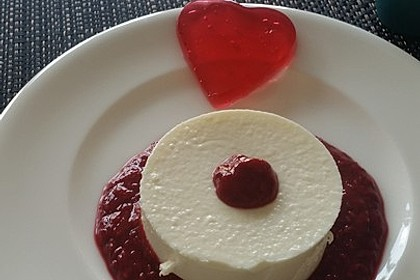 Panna cotta mit Erdbeersauce 47