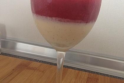 Panna cotta mit Erdbeersauce 59