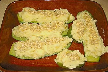 Gefüllte Zucchini mit Kartoffel-Zwiebel-Püree 5