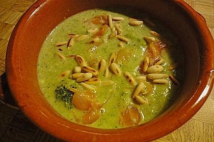 Brokkolicremesuppe mit Räucherlachs 2