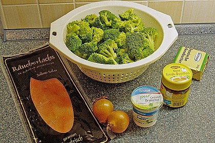 Broccolicremesuppe mit  Räucherlachs 6