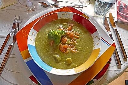Brokkolicremesuppe mit Räucherlachs