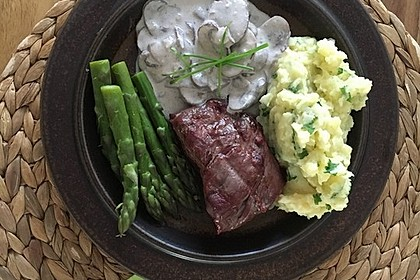 Spargel mit Schweinefilet und Pilzsauce 3