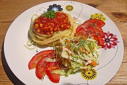 Kohlrabisalat mit Möhren, Gurken und Tomaten 3