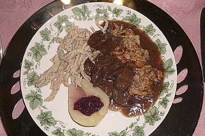 Hirschgulasch mit Preiselbeeren und Haselnussspätzle 8