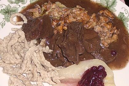 Hirschgulasch mit Preiselbeeren und Haselnussspätzle 4