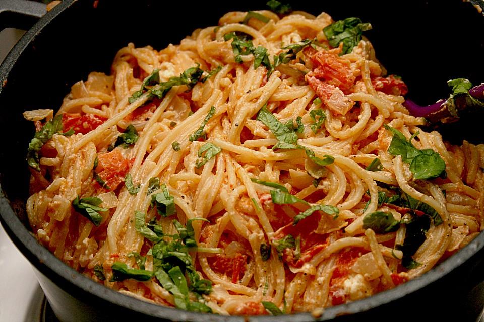 spaghetti tomaten feta pfanne rezept mit bild. Black Bedroom Furniture Sets. Home Design Ideas