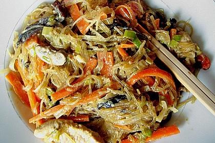 Glasnudeln mit Hühnerfleisch, Pilzen und Gemüse 2