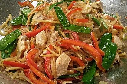 Glasnudeln mit Hühnerfleisch, Pilzen und Gemüse 1