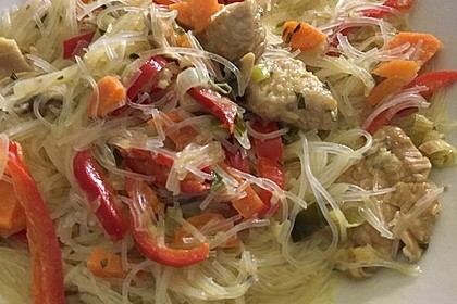 Glasnudeln mit Hühnerfleisch, Pilzen und Gemüse 7