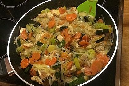 Glasnudeln mit Hühnerfleisch, Pilzen und Gemüse 6