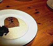 Schokoladenparfait mit Teepflaumen (Bild)