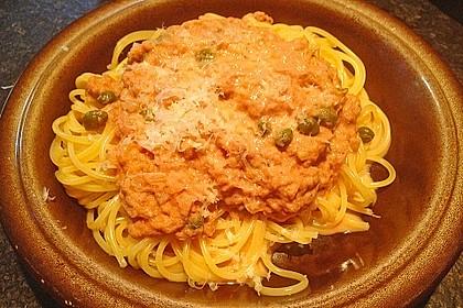 Spaghetti mit Thunfischsoße und Kapern