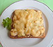 Schrimps im Dialog mit Kräuterbutter auf Toast mit einem Himmel aus Käse