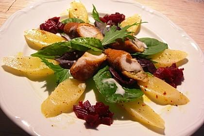 Knuspriges Kaninchenfilet auf Rote Bete - Püree und Schwarzwurzel - Salat