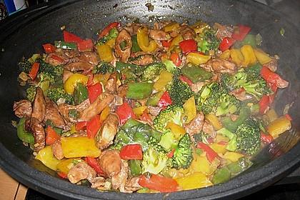 Hähnchenbrustgeschnetzeltes mit Paprika und Brokkoli aus dem Wok 8