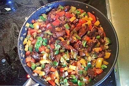 Hähnchenbrustgeschnetzeltes mit Paprika und Brokkoli aus dem Wok 17