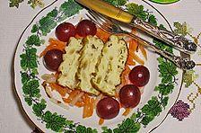 Käseterrine mit Obstsalat