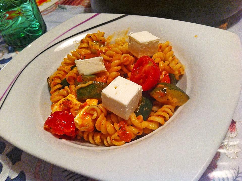 mediterrane pasta pfanne mit gem se und ziegenk se von cookingjulie. Black Bedroom Furniture Sets. Home Design Ideas