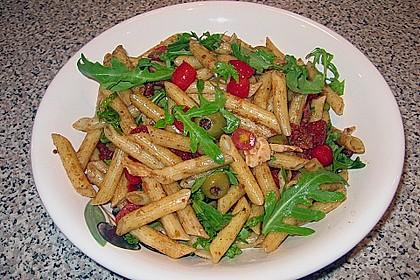 Italienischer Nudelsalat mit Rucola und getrockneten Tomaten 16