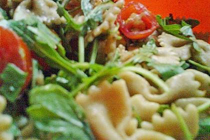Italienischer Nudelsalat mit Rucola und getrockneten Tomaten 82