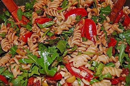 Italienischer Nudelsalat mit Rucola und getrockneten Tomaten 30