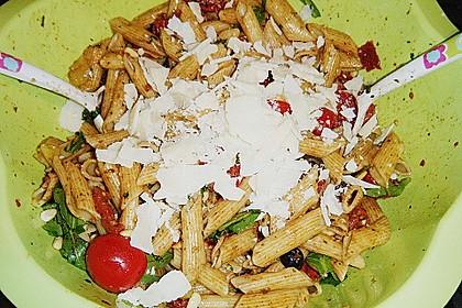 Italienischer Nudelsalat mit Rucola und getrockneten Tomaten 80