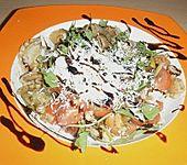 Italienischer Nudelsalat mit Rucola und getrockneten Tomaten (Bild)