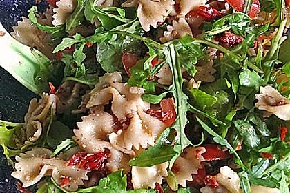 Italienischer Nudelsalat mit Rucola und getrockneten Tomaten 34