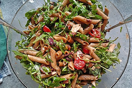 Italienischer Nudelsalat mit Rucola und getrockneten Tomaten 14