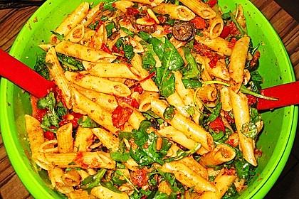 Italienischer Nudelsalat mit Rucola und getrockneten Tomaten 47
