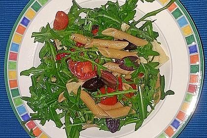 Italienischer Nudelsalat mit Rucola und getrockneten Tomaten 54