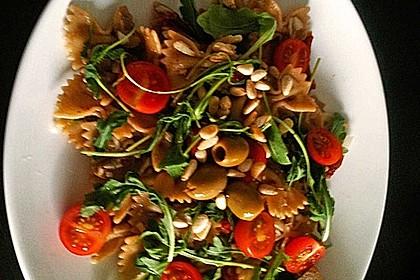 Italienischer Nudelsalat mit Rucola und getrockneten Tomaten 57