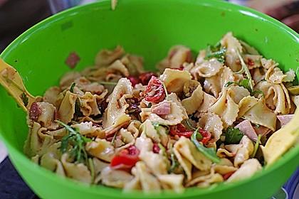 Italienischer Nudelsalat mit Rucola und getrockneten Tomaten 74