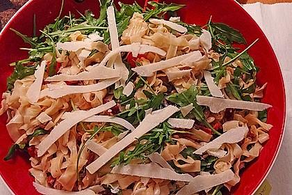 Italienischer Nudelsalat mit Rucola und getrockneten Tomaten 10
