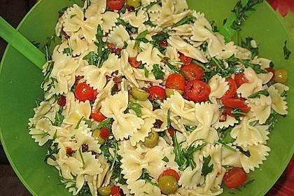 Italienischer Nudelsalat mit Rucola und getrockneten Tomaten 40