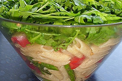 Italienischer Nudelsalat mit Rucola und getrockneten Tomaten 69