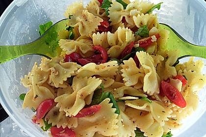 Italienischer Nudelsalat mit Rucola und getrockneten Tomaten 21
